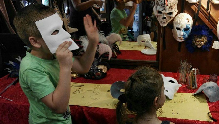 scavenger for kids Carnival Venice