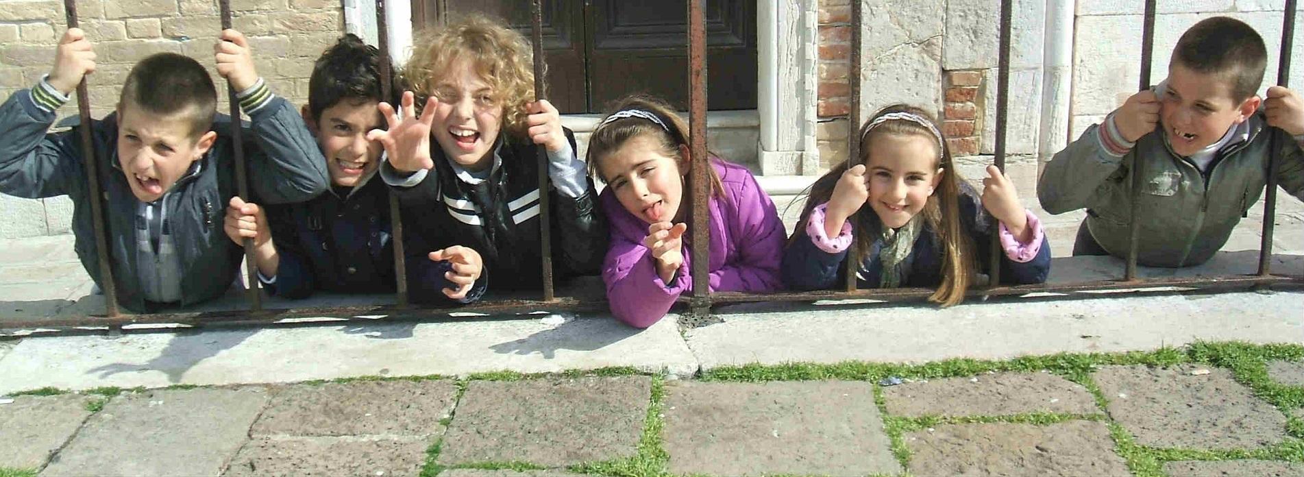 roaring-kids-having-fun-in-Venice2
